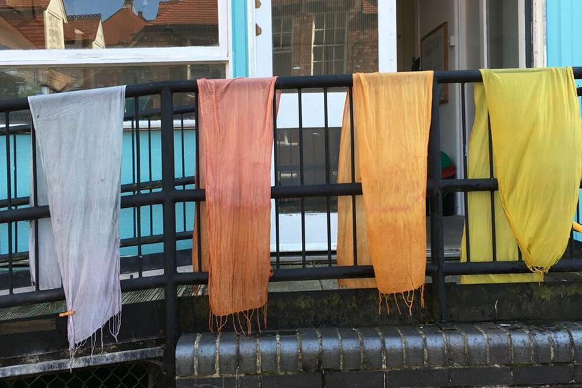 Easy peasy plant-dyeing - Fabrics
